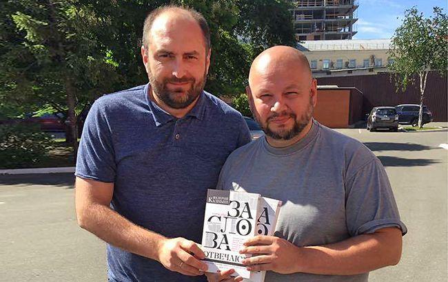 "Фото: Главред РБК-Украина Валерий Калныш (справа) и директор издательства ""Брайт Стар Паблишинг"" Дмитрий Кириченко (слева) (фото: РБК-Украина)"