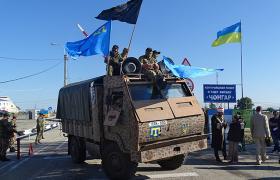 18 травня на кордоні з окупованим Кримом кримські татари згадували про трагедію депортації (фото Юрій Мацарський)