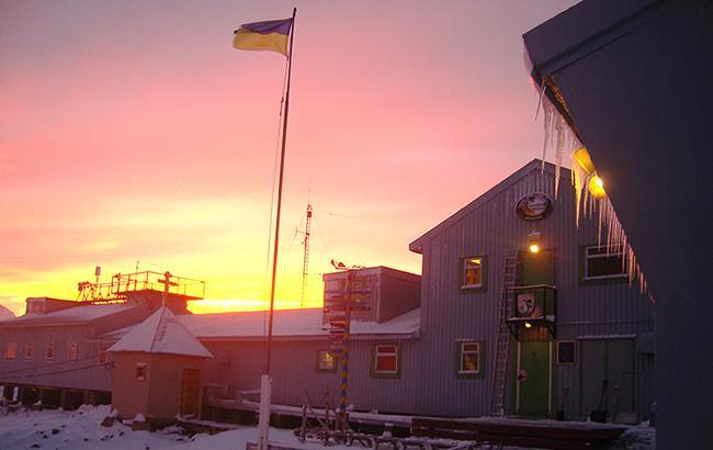 """Украинцы проводят научные исследования в Антарктике возле станции """"Академик Вернадский"""" на о. Галиндез более 20 лет"""
