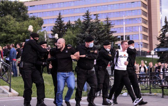 Перед очередными протестами в Минске стягивают спецтехнику