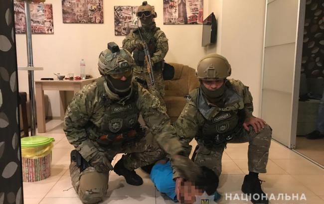 Фото: затримання нападника (kyiv.npu.gov.ua)