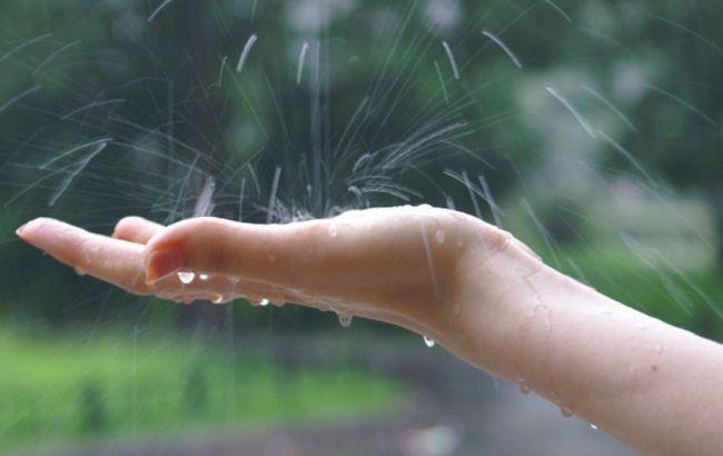 Погода на сьогодні: в Україні місцями дощі, температура до +36