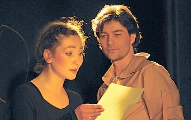 Фото: Евгений и Оксана на сцене (facebook.com)