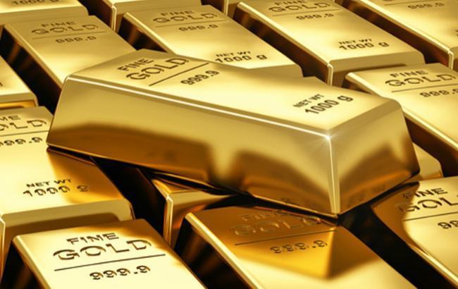 Фото: золото подешевшало на 1,18%