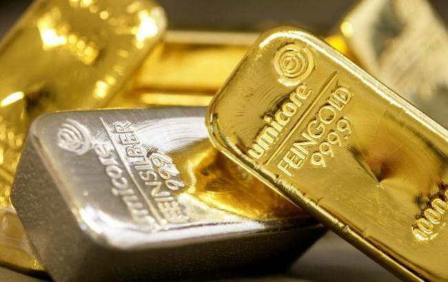 Фото: золото подешевшало на 1,21%