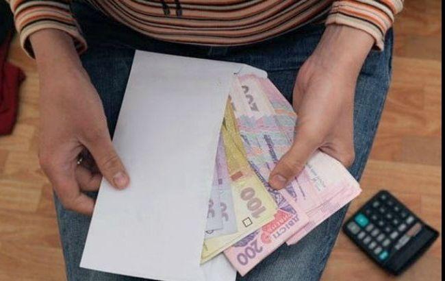 Фото: средняя зарплата в Украине снизилась