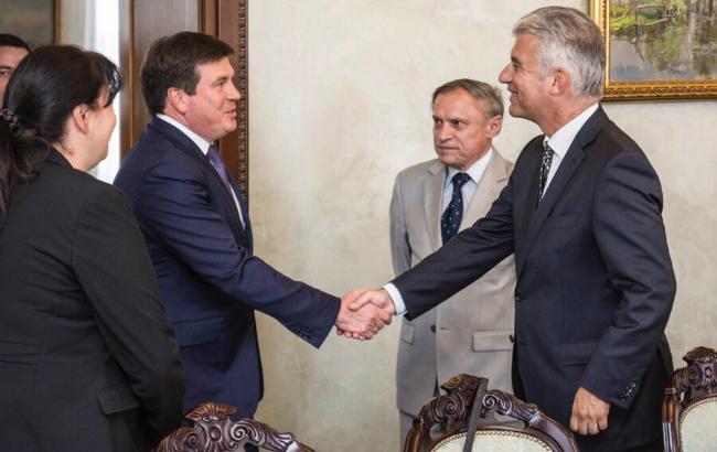 Фото: віце-прем'єр Геннадій Зубко зустрівся з новим послом Німеччини в Україні (Facebook /Zubko.Gennadiy)